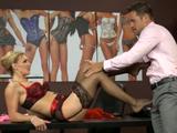 Sexo con la dependienta madura de la tienda - Video de Actrices Porno