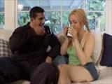 Su padrastro llega a casa con ganas de follársela - Video de Incesto Gratis