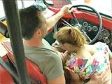 Puta colegiala se la chupa al conductor del bus - Video de Jovencitas