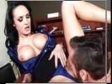 Mi jefa es una ejecutiva muy agresiva - Video de Actrices Porno