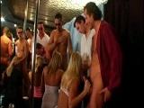 Orgía con guarras en un bar de copas