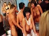 Una gran orgía en una despedida de soltera - Video de Orgias Porno
