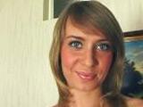Preciosa zorrita de ojos azules follando sin parar