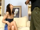 Zorrita infiel disfrutando a tope del pollón del vecino - Video de Interracial XXX