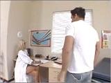 La doctora me está poniendo enfermo - Video de Putas Cerdas
