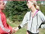 Se liga y se folla a una chica de la calle - Video de Rubias