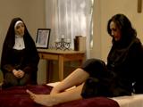 Dos monjas puritanas se enrollan en el convento - Video de Lesbianas