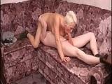 Esta abuela viciosa se aprovecha de su nieto