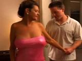 Me llevo al hijo de mi vecina a mi habitación - Video de Casadas Infieles