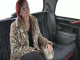 Pelirroja madura se deja follar por el taxista
