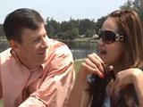 Se liga en el parque a una zorrita muy liberal - Video de Jovencitas