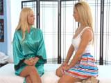 Masaje relajante acaba en comida de coño mutua - Video de Lesbianas